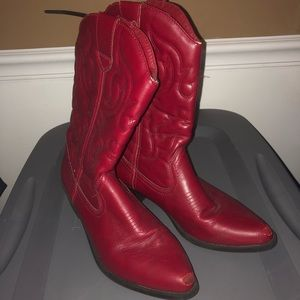 Cowgirl Boots. Slightly used
